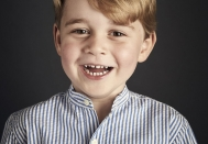 3432472-portrait-officiel-du-prince-george-devoi-950x0-3.jpg