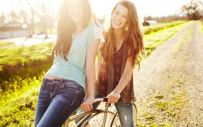 Lifestyle-Articles-Of-Signs-Of-Best-Friends-GIrls-Wallpaper (1)
