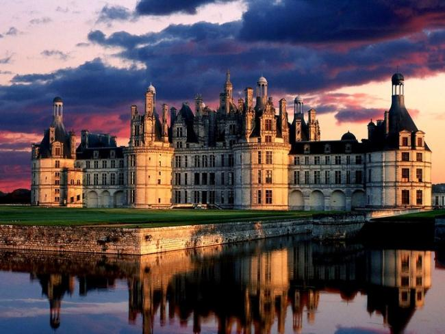42373705_1239449078_Chateau_de_Chambord_Castle_France