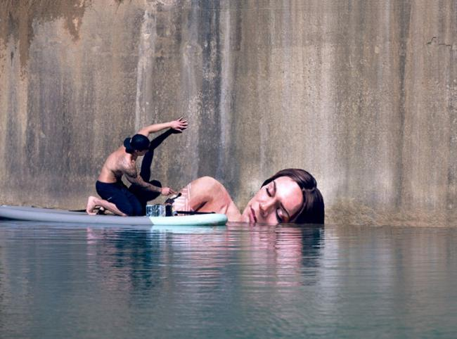 16415410-R3L8T8D-1000-street-art-murals-women-water-level-sean-yoro-hula-1